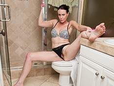 Hairy babe Veronica Snow gets wet in the shower