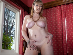 Sophie UK is a mature milf with large natural tits